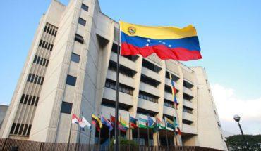 Helicopter Throws Grenade at Venezuela's Supreme Court